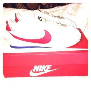 72 Nike Cortez